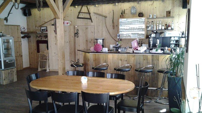 Blick zur Theke/Bar mit Stammtisch