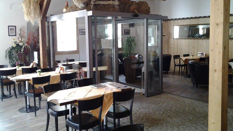 Blick von der Theke ins Cafe