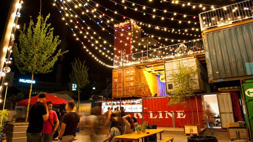 Container bei Nacht