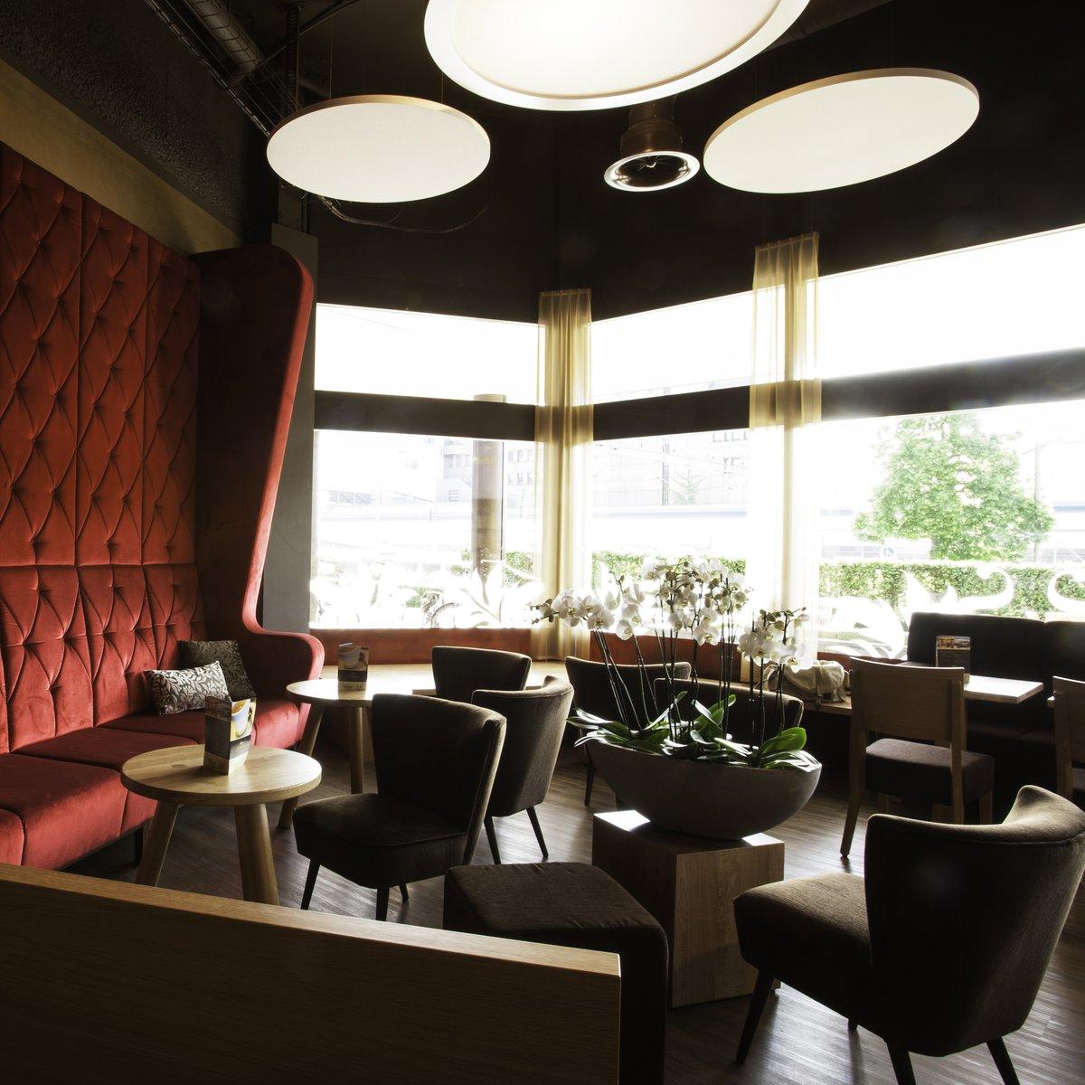 Grosses Sofa Gottlieber Coffee&Sweets