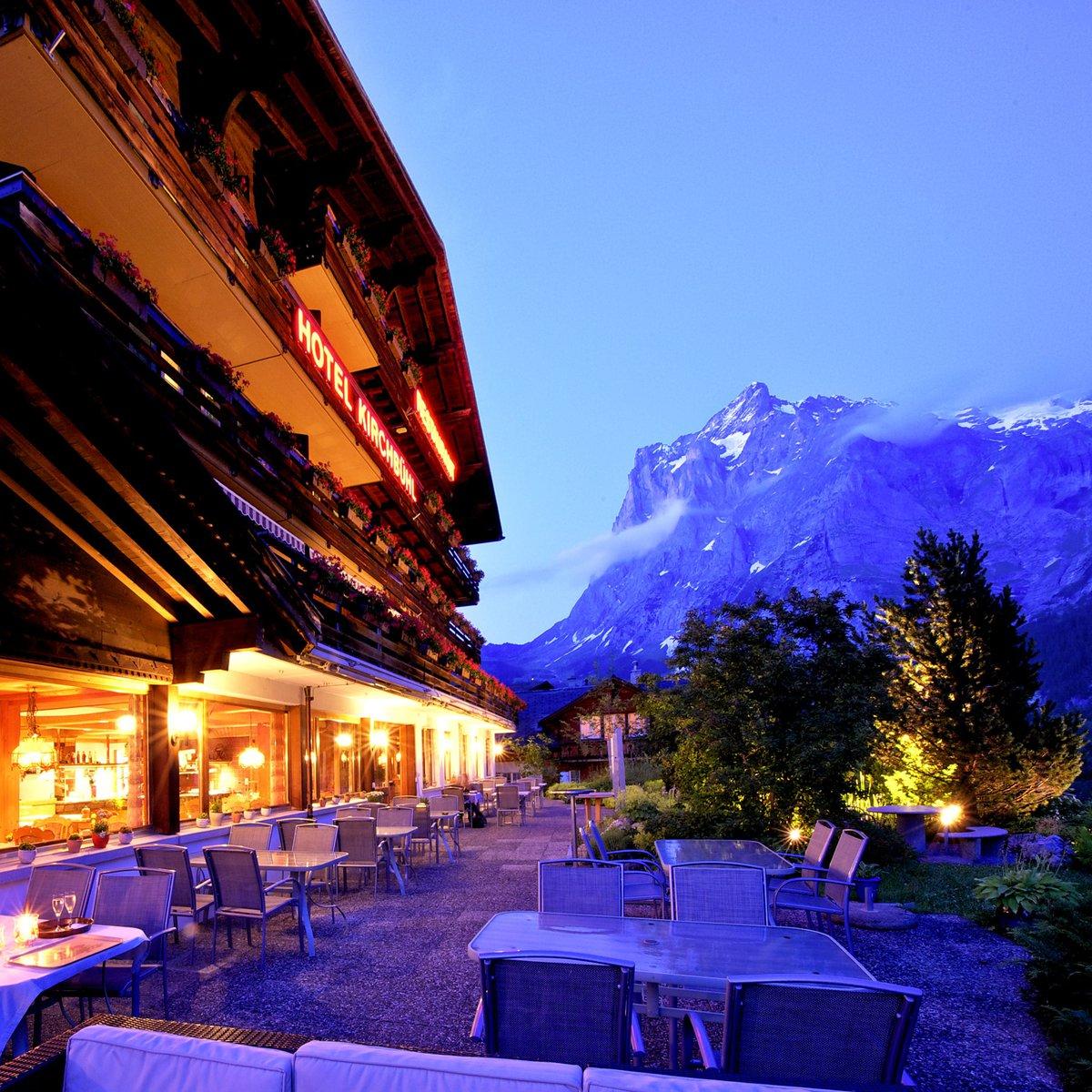 Hotelansicht Sommerabend