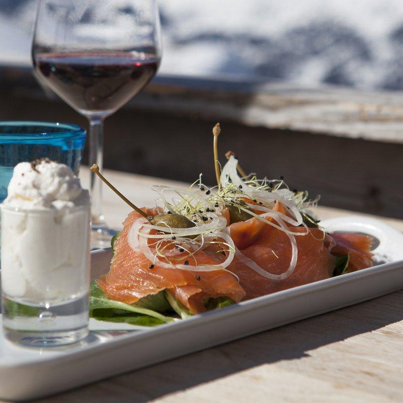 Norwegischer geräucherter Wildlachs mit Meerrettichschaum
