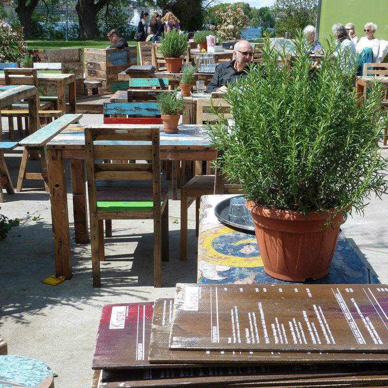Karten und Tische