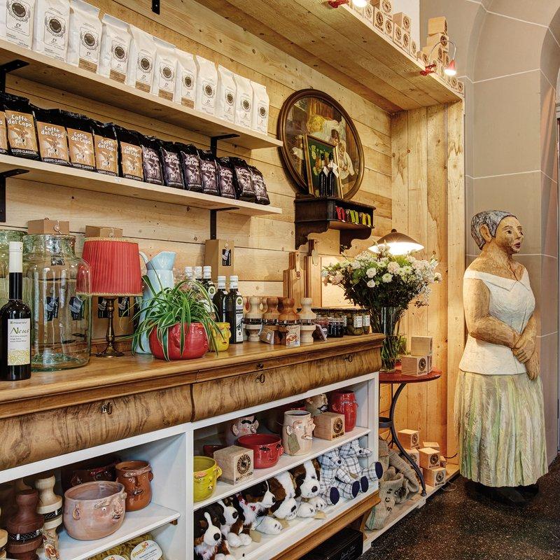 Im hauseigenen Mercato gibt es viel Gluschtiges zu entdecken