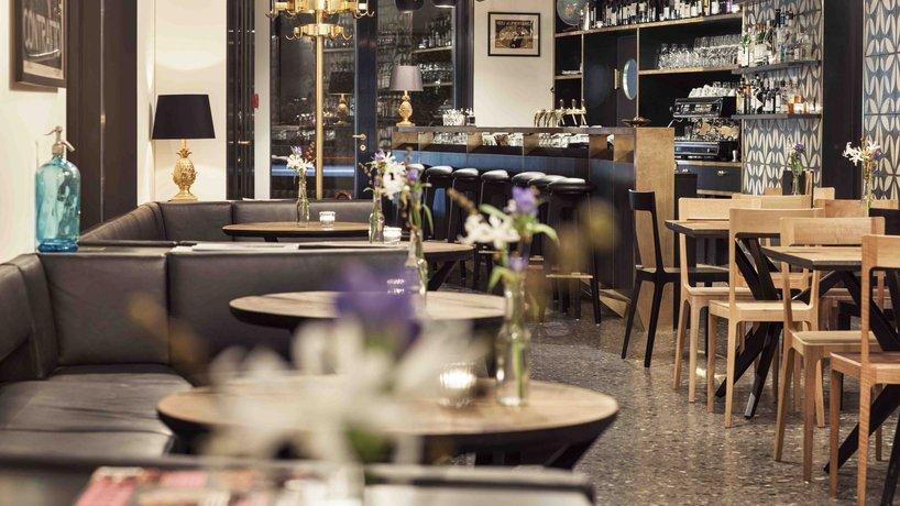 Salon Bar 2