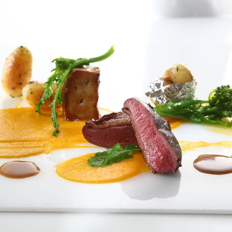 Suprema di piccione e foie gras d'anatra spadellati, emulsione di carote profumata al lemongrass
