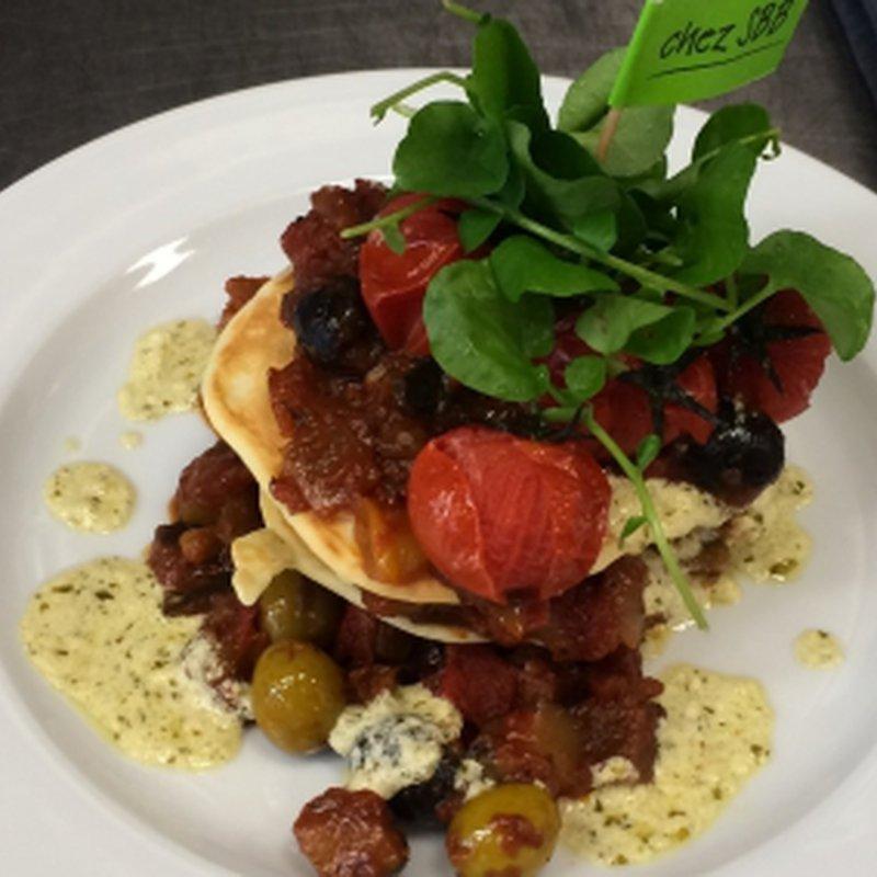WestLink-Vegi (Pancakes mit Datteltomaten und Oliven)