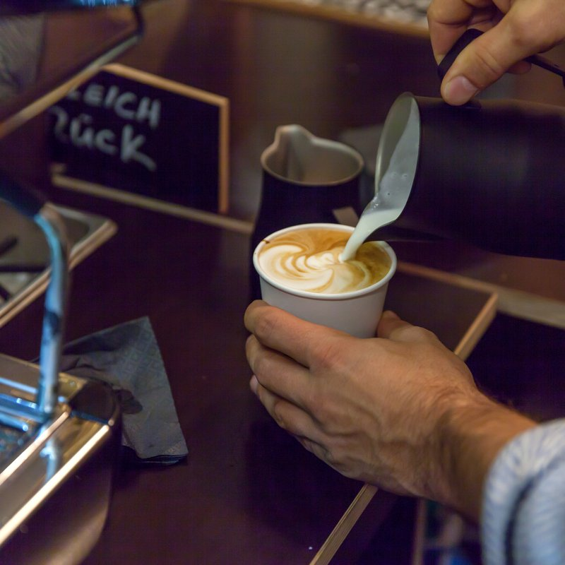 Latteart auf jedem Becher ViCAFE