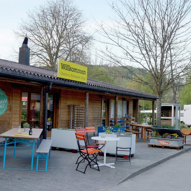 Aussenansicht CheckIn/Restaurant/Shop