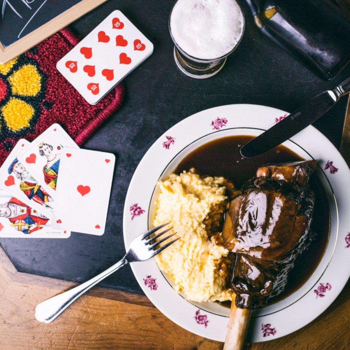 Lammhaxe mit Polenta und hauseigenem Bier
