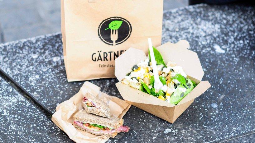 Take-Away Salat und Pausenbrot