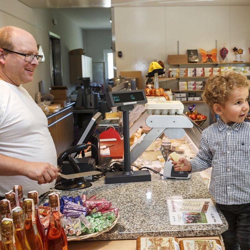 Testen der Käsespezialitäten von Max - unser Gourmand in der 7. Familiengeneration