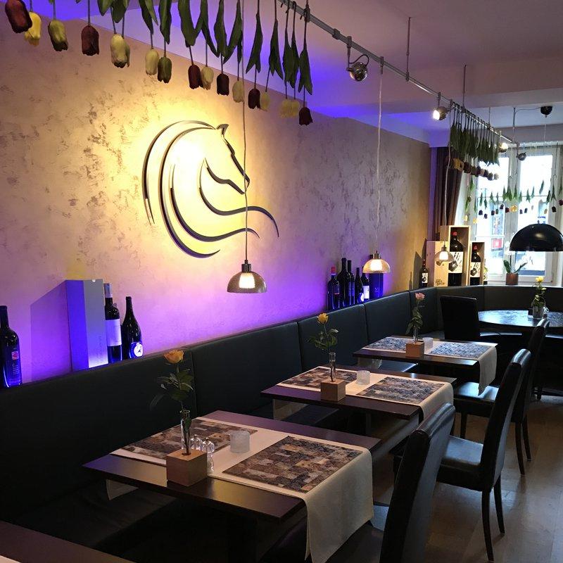 Restaurant Ansicht 2 mit Tulpendeko