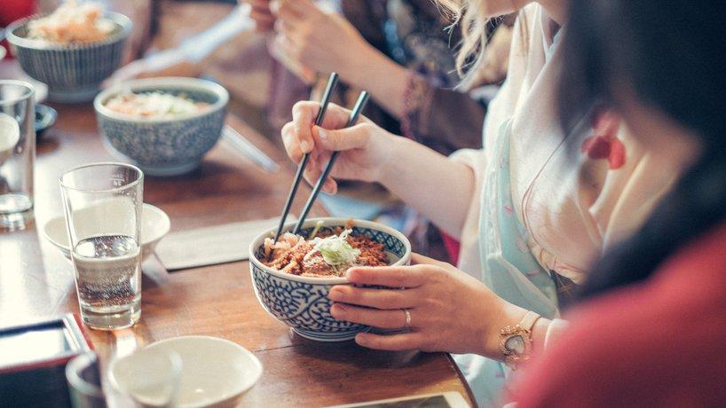 Katsudon - frittiertes Schweinschnitzel mit Ei auf Reis