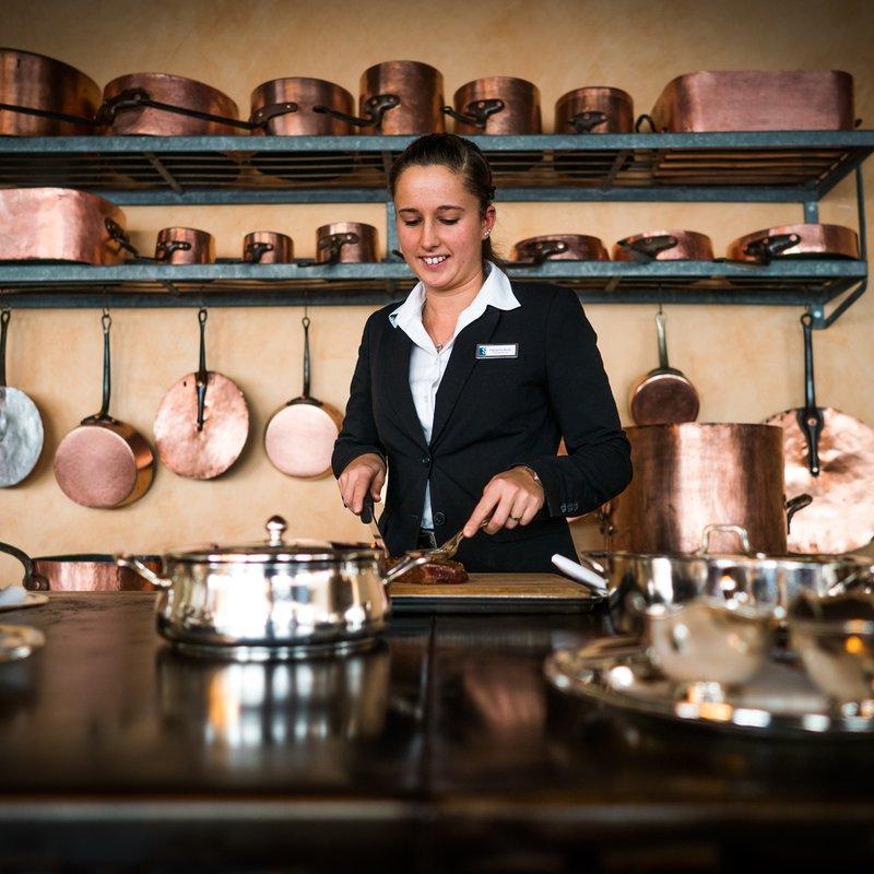 Klassische Küche: Wolfsbarsch in der Salzkruste - Chateaubriande - Crêpe Suzette - hier wird noch  vor dem Gast zelebriert