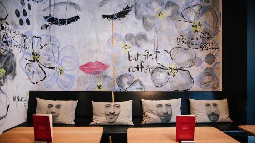Diagonal Café & Bar