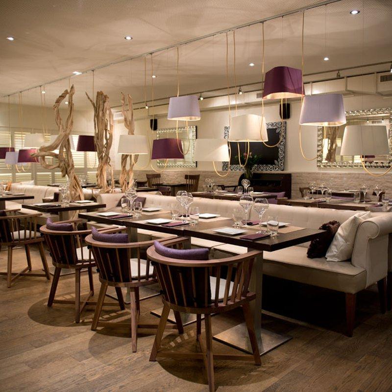 La salle de restaurant - Un apercu de l'ambiance cosy de la salle principale, idéale pour un voyage culinaire inoubliable