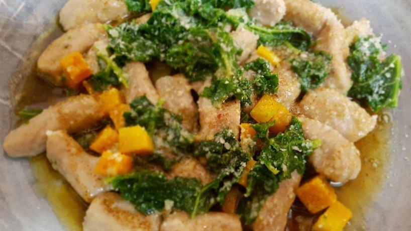 Gnocchi alla farina di castagne, zucca cavolo piuma e burro alle spezie