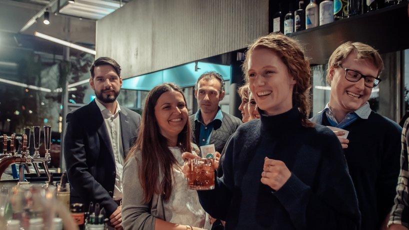 Drink and Mix Kurse mit unseren Gästen hinter der Bar