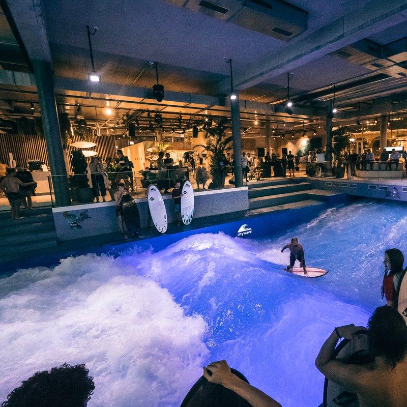 Surfen auf der Citywave im OANA