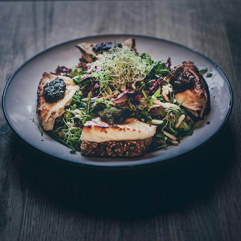 Salade Chèvre Chaud avec Tapenade/Confite