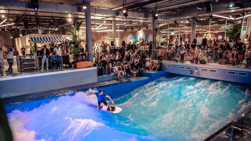 Surfen und Feiern im OANA