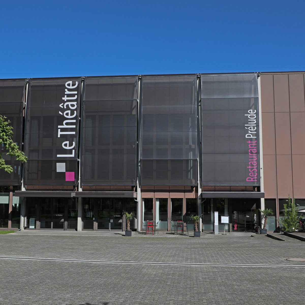 Aussenansicht Le Théâtre und Restaurant Prélude