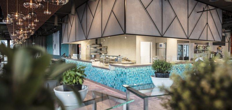 Restaurant BUNT: Blick auf die offene Küche