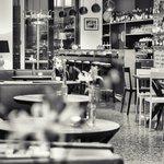Salon Café Bar Bistro