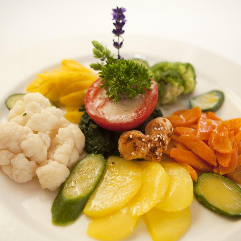 Gemüseteller mit mind. 6 gartenfrischen Gemüsen