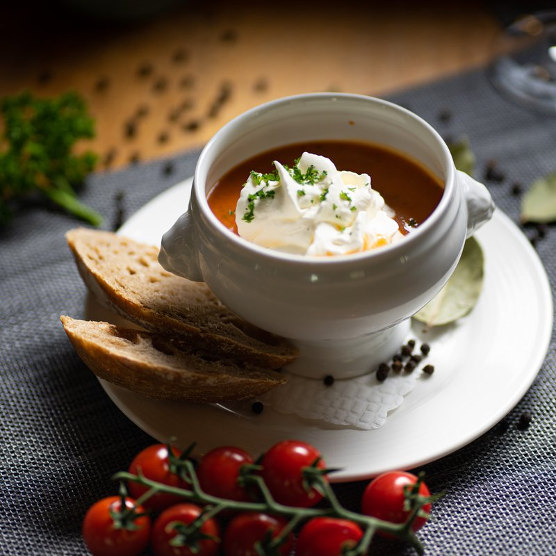 Tomatencrèmesuppe mit Rahmhaube