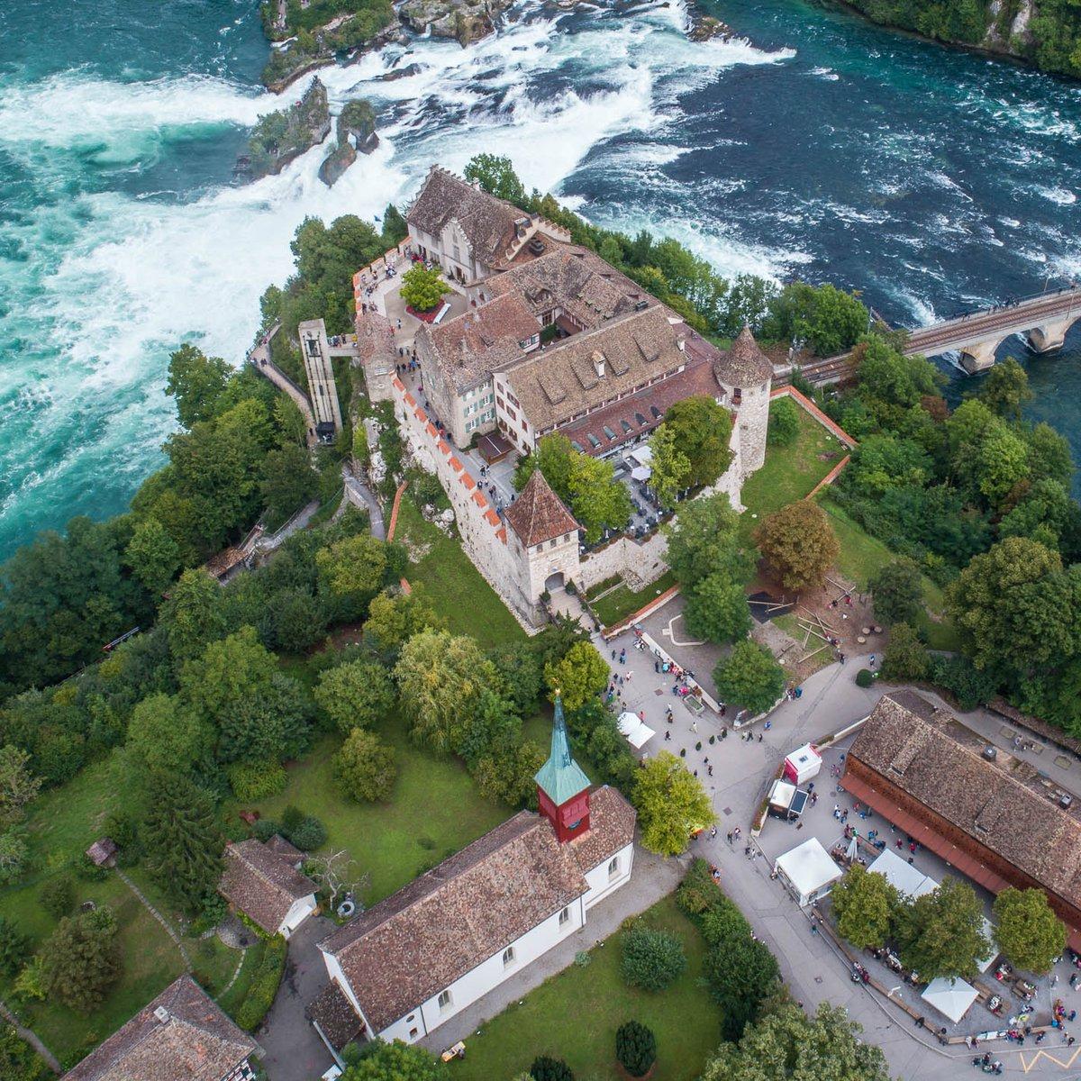 Gesamtansicht Schloss Laufen am Rheinfall