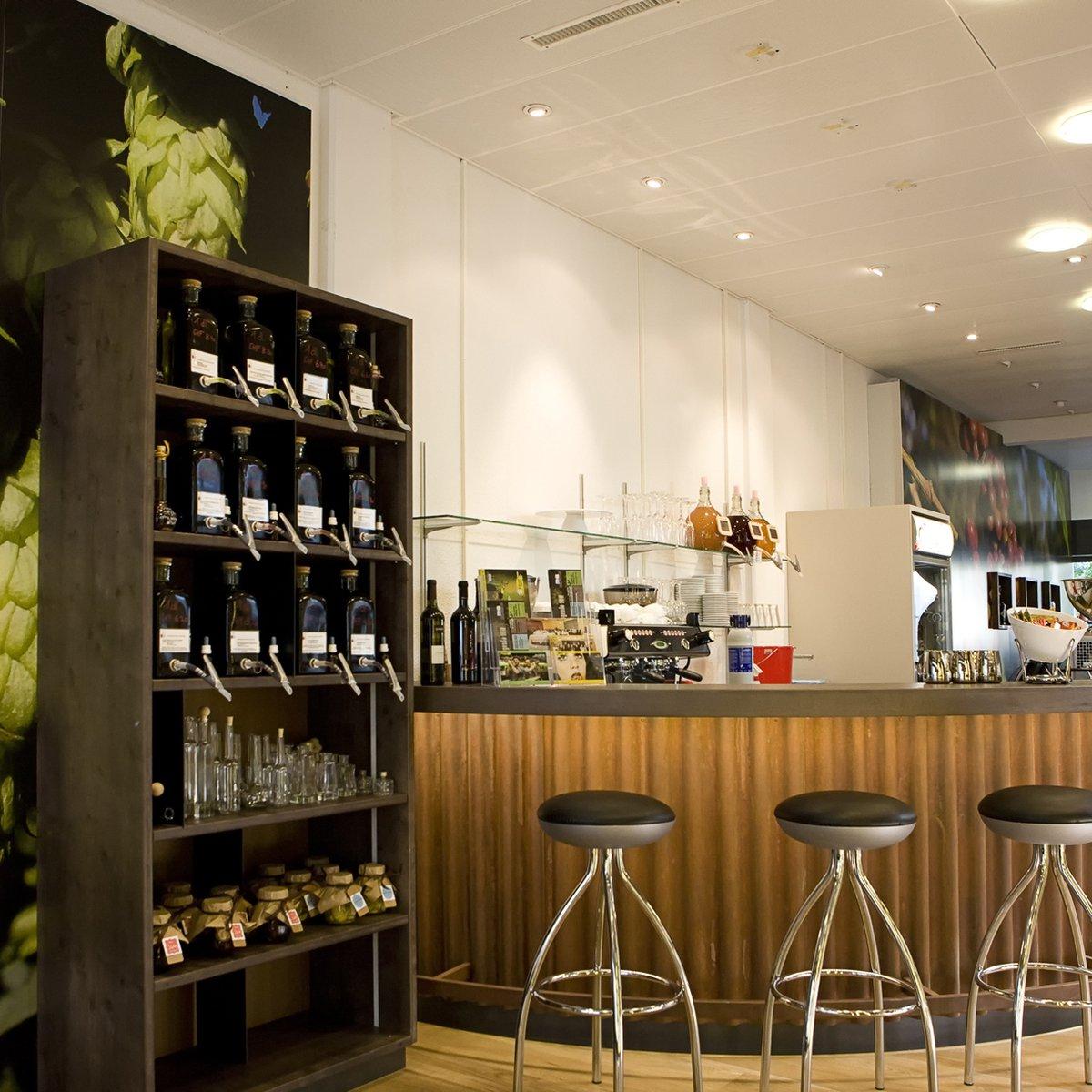 Ladenlokal mit Bar