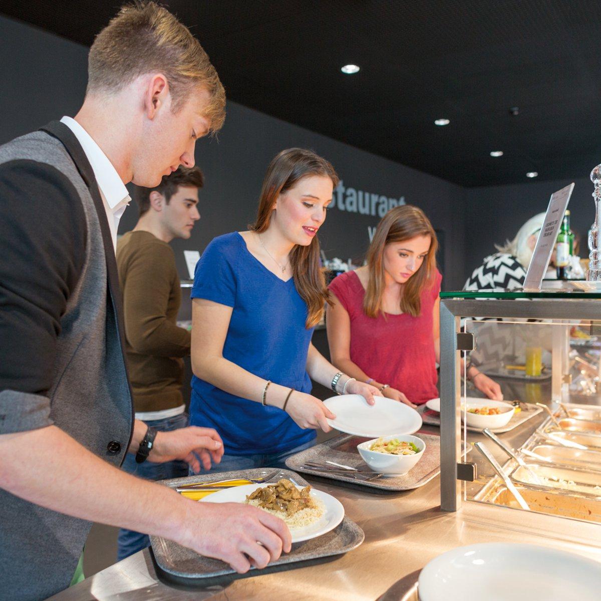 Studierende Restaurant von Roll FHNW Campus Olten