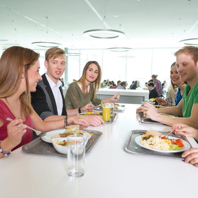 Studierende Restaurant von Roll FHNW Campus Olten 3