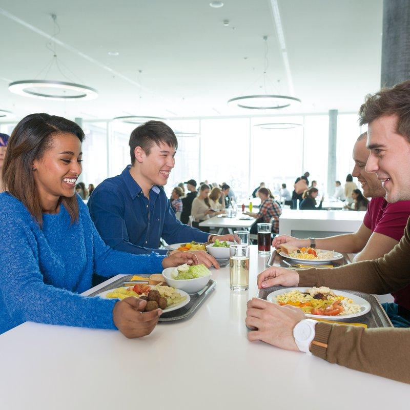 Studierende Restaurant von Roll FHNw Campus Olten 2