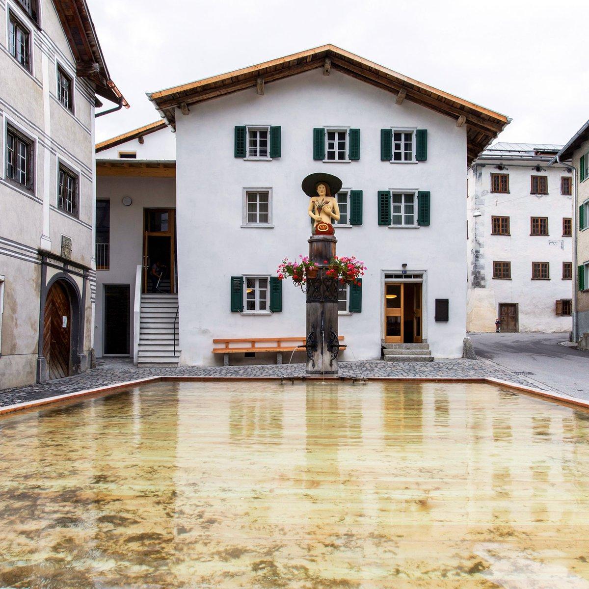 Das Gasthaus am grössten historischen Holzbrunnen Europas