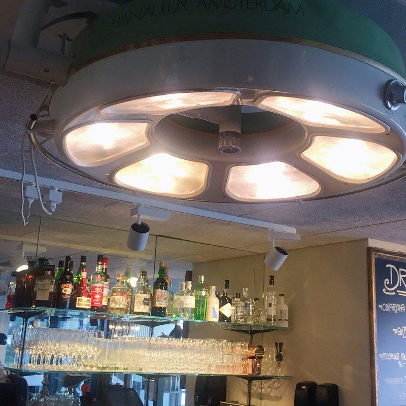 Operationslampe über Bartheke