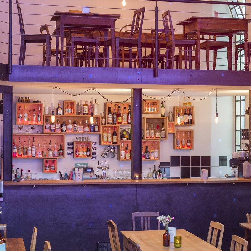 Bar und Galerie