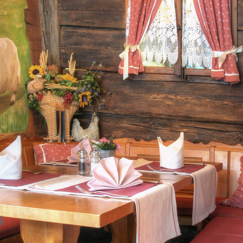 Tisch mit Ziege