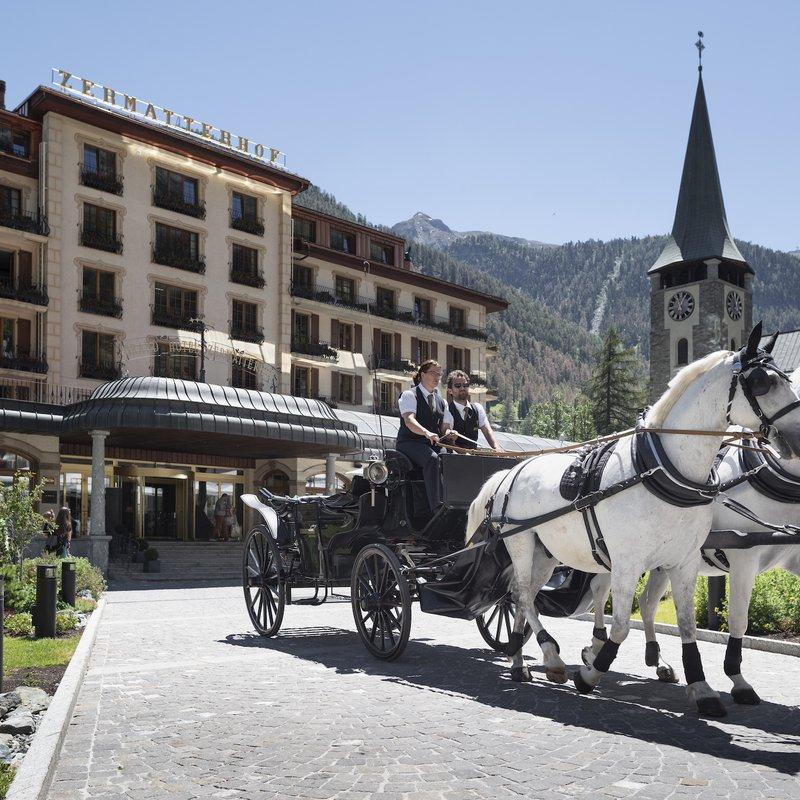 Grand Hotel Zermatterhof - Eingang und Kutsche