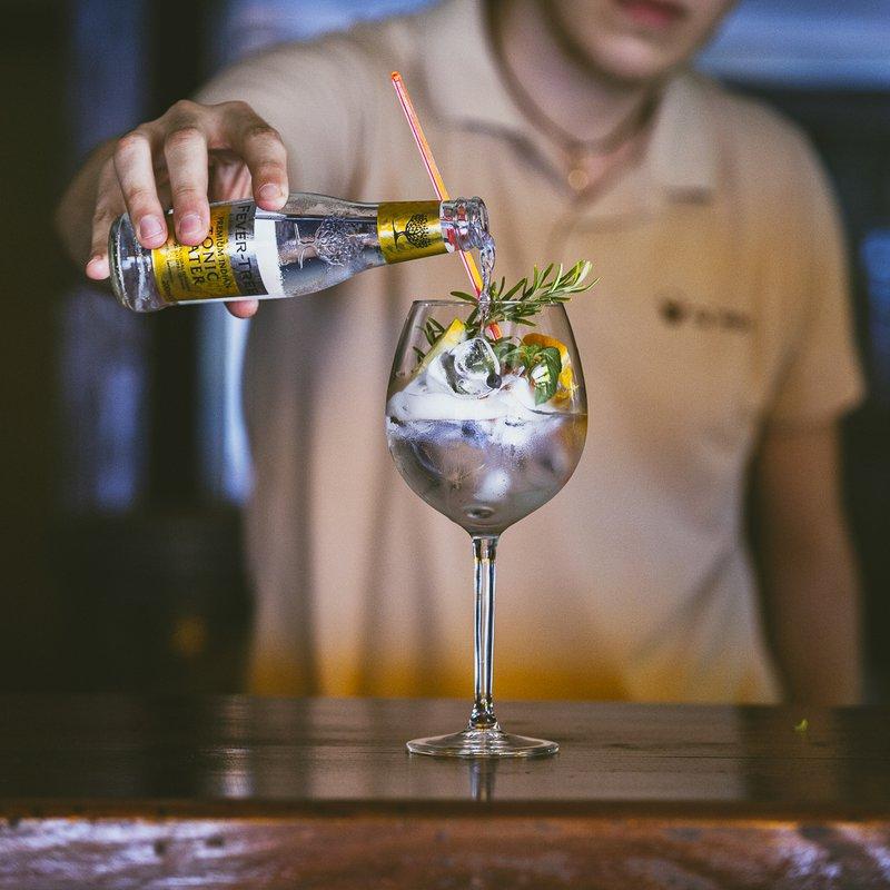 Gin Tonic Ca Nostra con Gin Bisbino