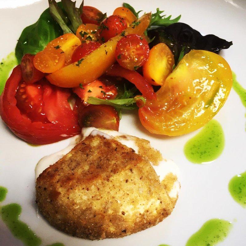 Tomatensalat mit Ziegenkäse Camembert