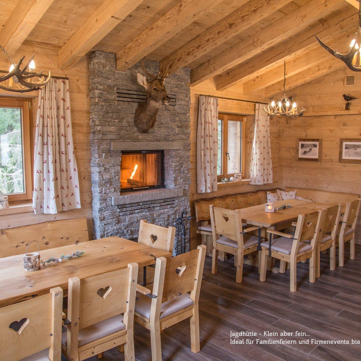 Wie gemütlich! Neben dem grössten Restaurant, das Montanara, gibt es noch einen kleinen Raum für Gruppen und gemütliche Runden: Unsere Jagdhütta.