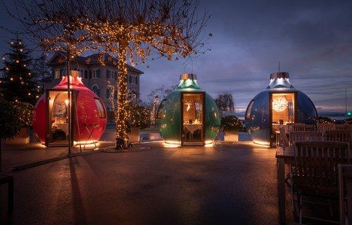 Weihnachtskugeln als private Restaurants im Kleinformat