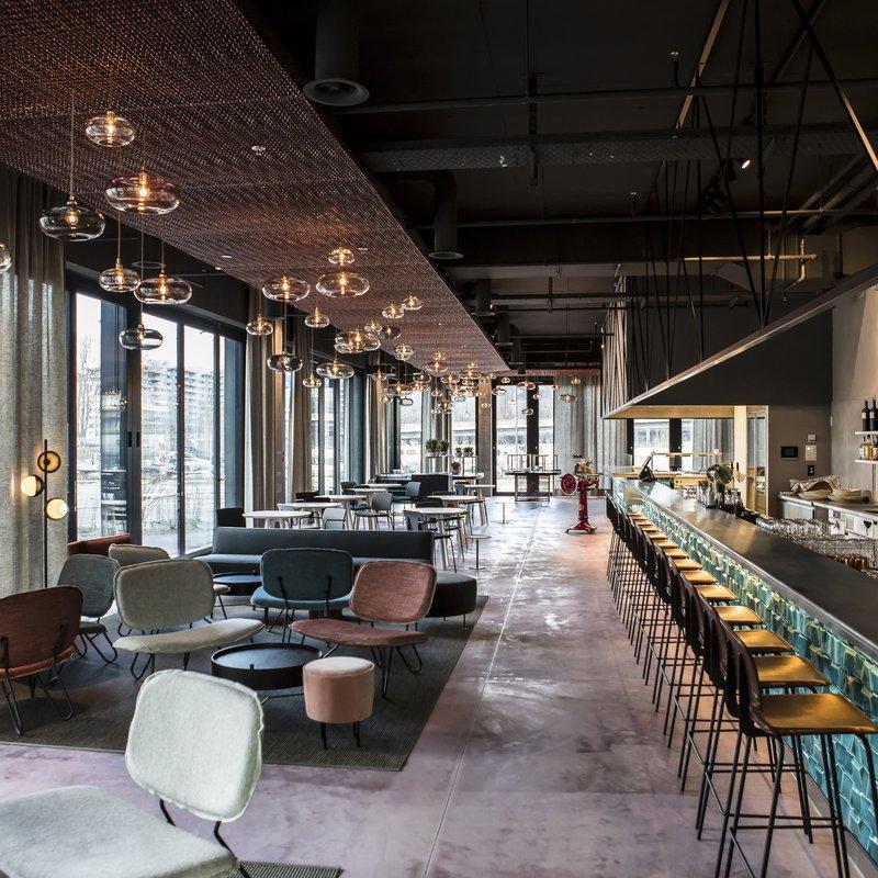 Restaurant BUNT: unser Loungebereich mit Bar