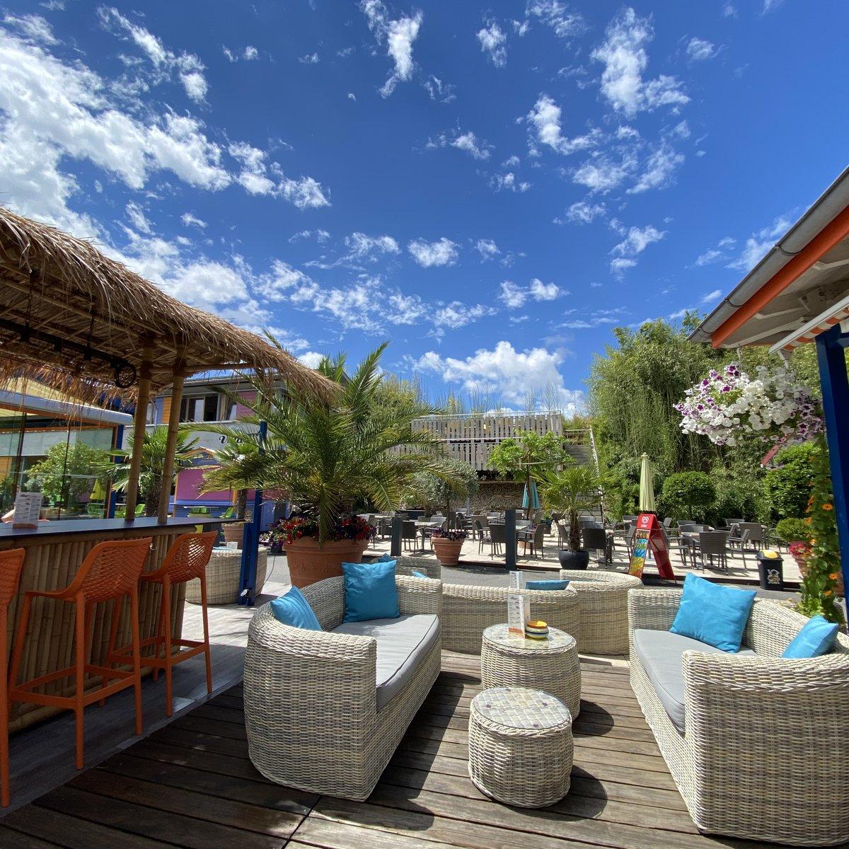 Lounge vor Bar