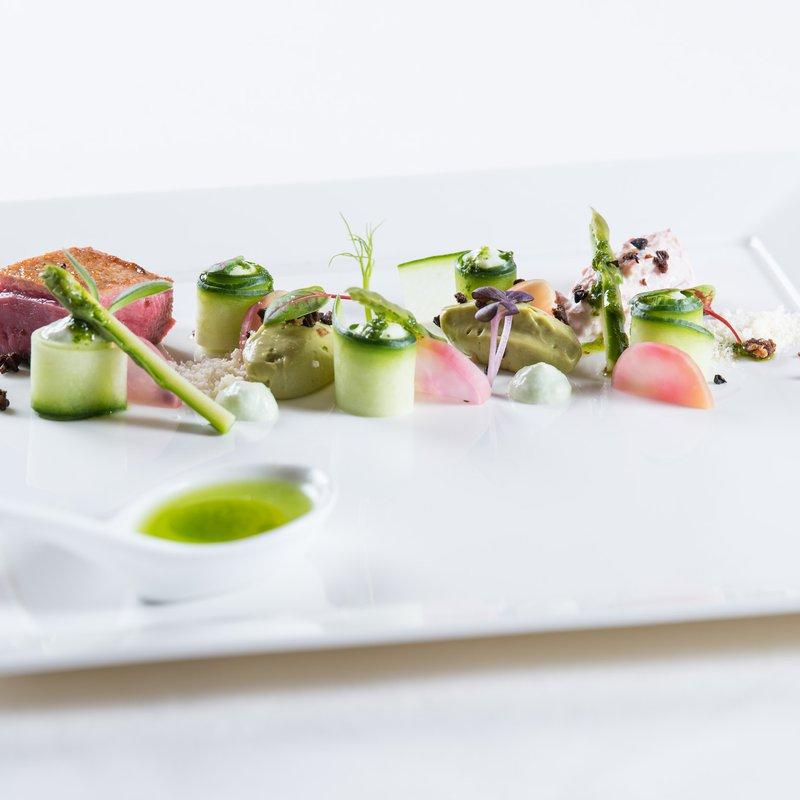 Unser Küchen-Team kreiert täglich kulinarische Highlights, kocht mit viel Liebe aber auch regionale Spezialitäten und einfache Gerichte