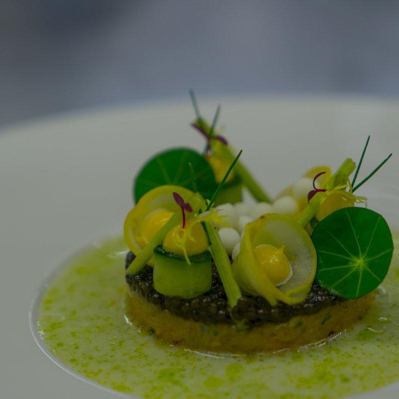 Taschenkrebs mit Kaviar