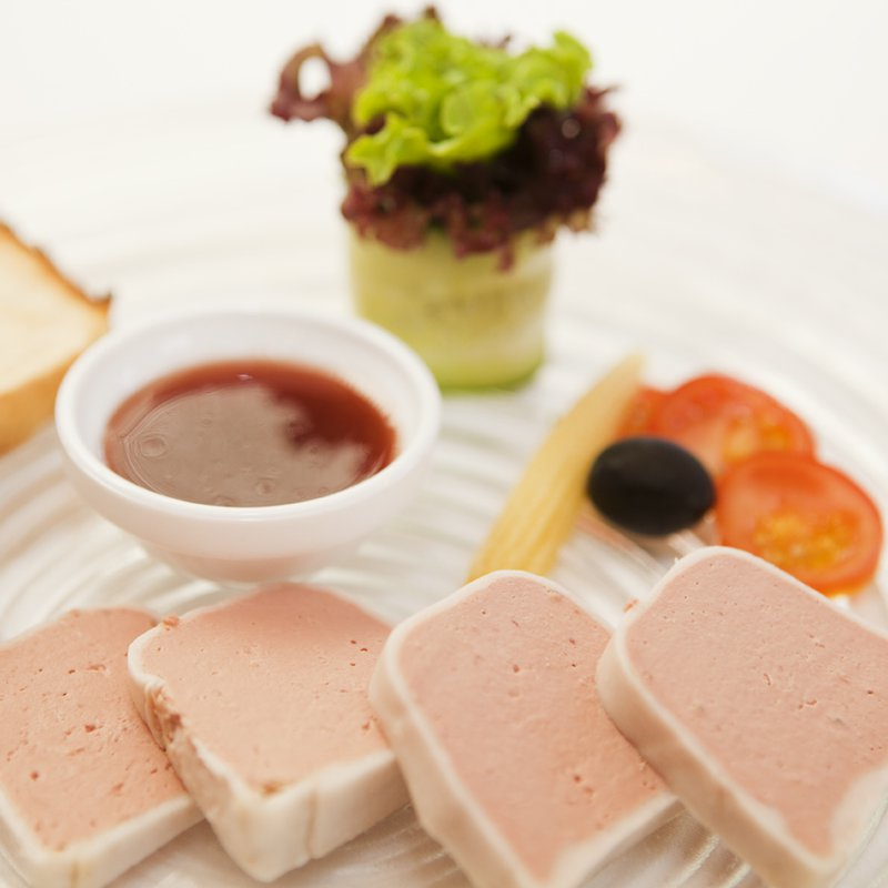 Geflügelleber Terrine mit Sauce Cumberland und Brioche-Toast